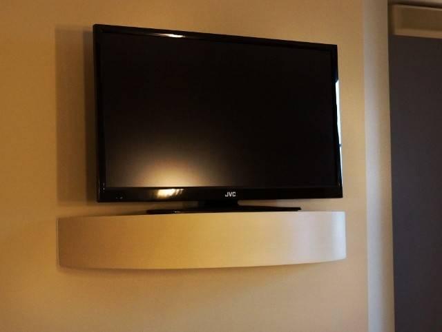 Conception d 39 un support pour tv toulon d corateur d for Support tv bois